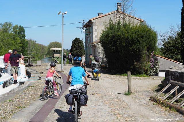 canal du midi en famille à vélo
